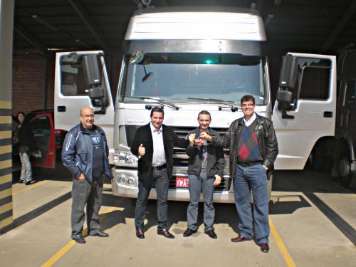 Entrega dos caminhões para Tops Investimentos e Participações